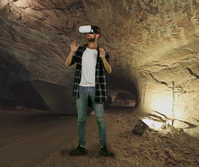 Videoausschnitt Mann mit VR-Brille